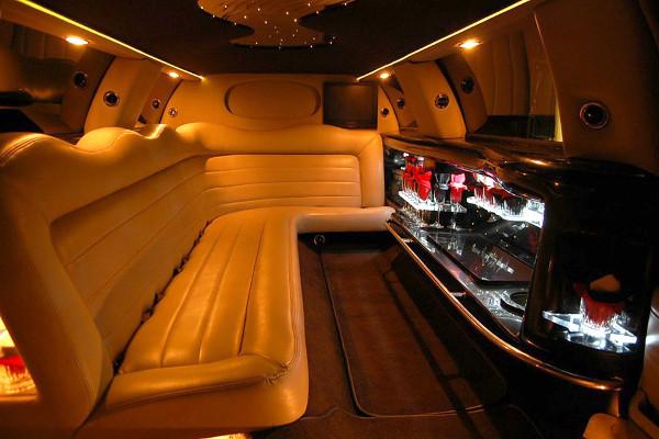 stretch lincoln limousine