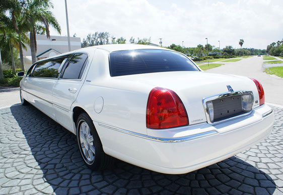 Palm Beach White Lincoln Limo