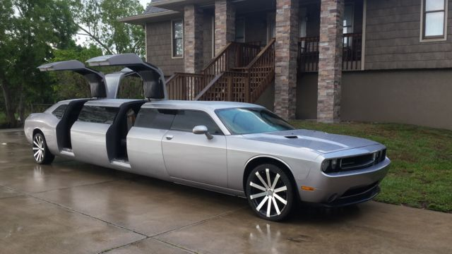 Hollywood Dodge Challenger Limo