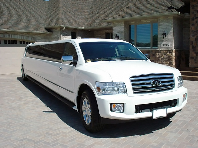 Palm Beach Infiniti Stretch Limo
