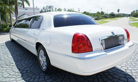 Clermont White Lincoln Limo
